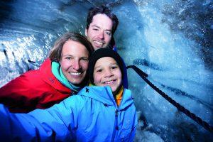 Abkühlung an heißen Sommertagen spendet die Eisgrotte Stubaier Gletscher. ©Stubaier Gletscher / Andre Schönherr