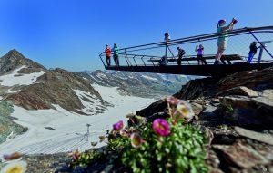 Über den Gletscherpfad kommt man zur Gipfelplattform TOP OF TYROL ©Stubaier Gletscher / Mirja Geh